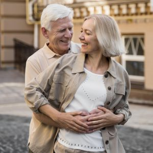 happy-senior-couple-embraced-romantically-in-the-city